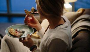 تاثیرات دیر غذا خوردن در بدن انسان