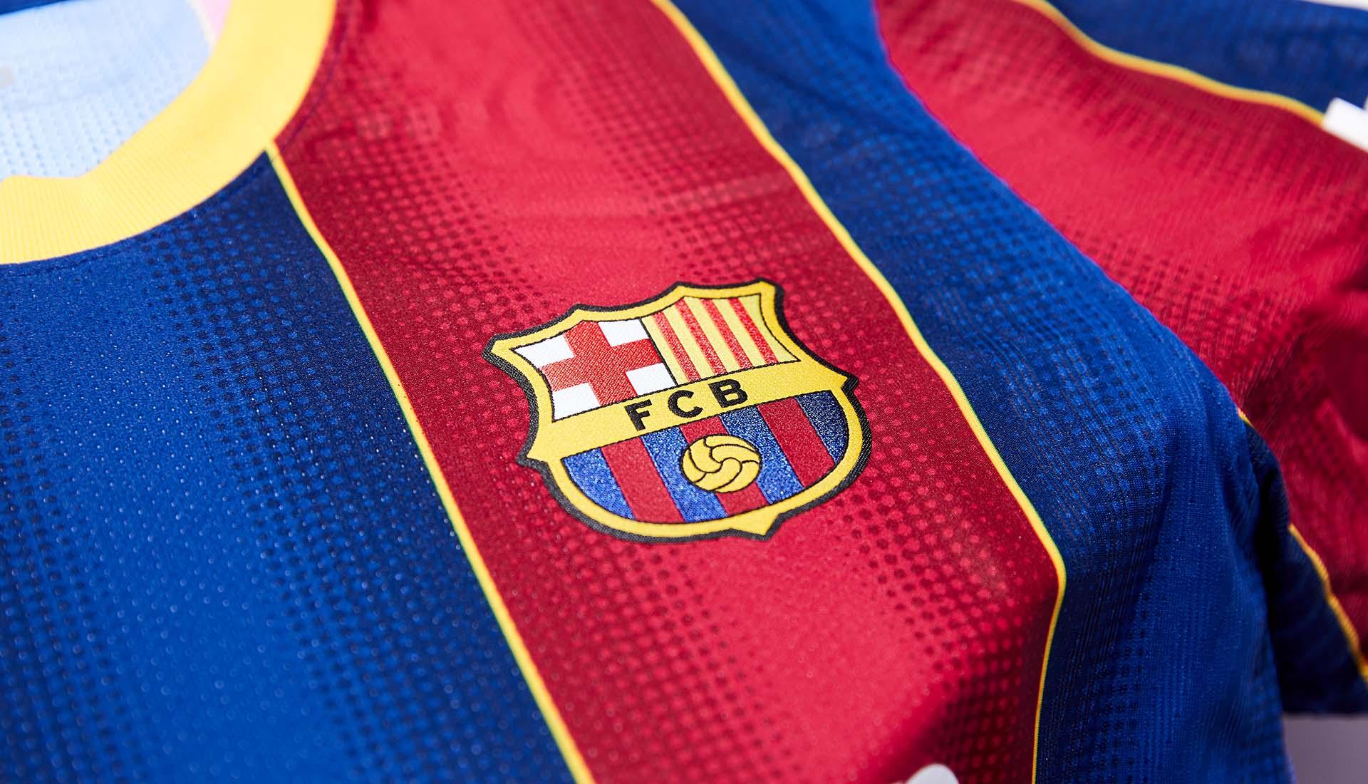 نایک رسما پیراهن اول تیم فوتبال بارسلونا را در فصل 2021 معرفی کرد