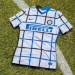 نایک رسما پیراهن دوم تیم فوتبال اینتر میلان را در فصل 2021 معرفی کرد