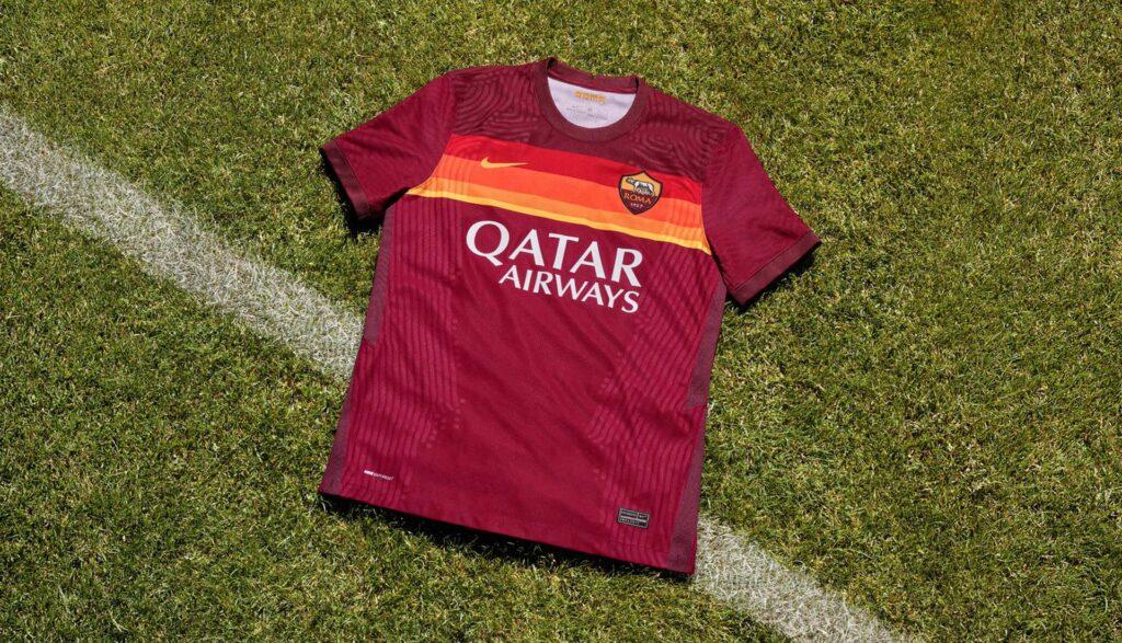 نایک رسما پیراهن اول تیم فوتبال آ اس رم را در فصل 2021 معرفی کرد