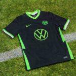 نایک رسما پیراهن دوم تیم فوتبال وولفسبورگ را در فصل 2021 معرفی کرد