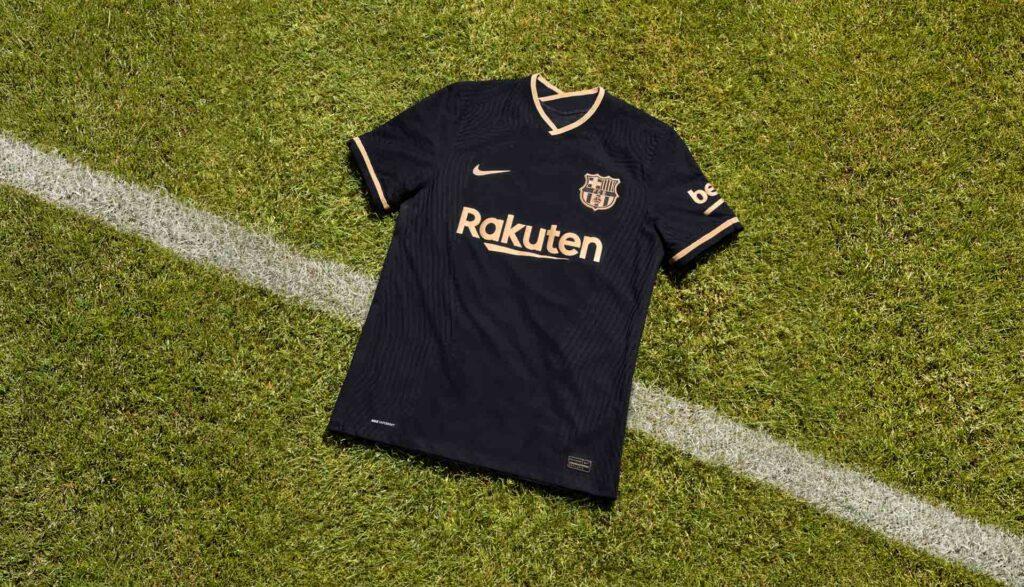 نایک رسما پیراهن دوم تیم فوتبال بارسلونا را در فصل 2021 معرفی کرد